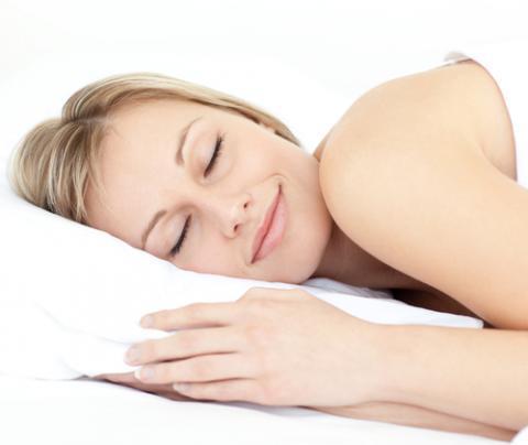 ちゃんと寝てる?睡眠不足によるニキビの原因&対策方法とは?