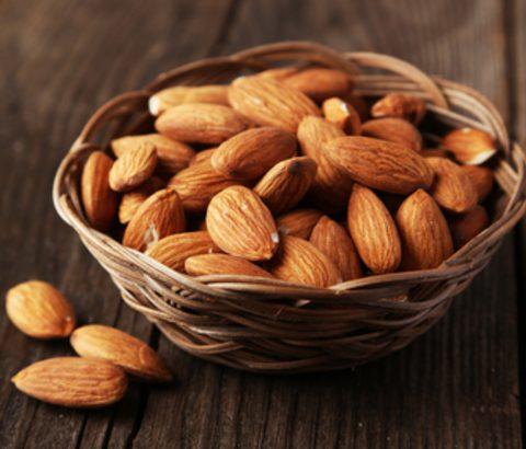 アーモンドは食べ物の中で一番生理痛の緩和が期待できる?気になるアーモンドの謎とおすすめレシピをご紹介