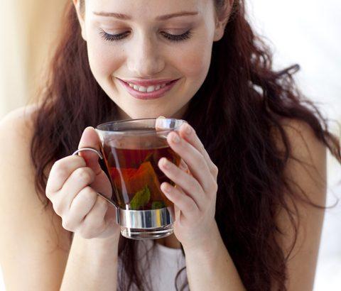 生理のときこそ体を温めることが大切。ハーブティーを飲めば、生理痛の緩和に。さらに心も体もポカポカ♡
