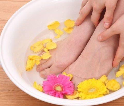 辛い生理時期の対策に!足湯などで体を温めることから始めませんか?