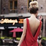 大胆なドレス姿にうっとり♪背中美人でみんなの注目を集めよう!