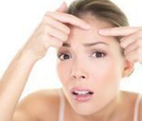 顔の中でも悪化しやすい位置、額のニキビを早く治すには