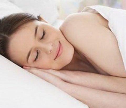 ニキビ予防は寝具から!特に清潔感を保ちたい人へのまくらカバーのススメ