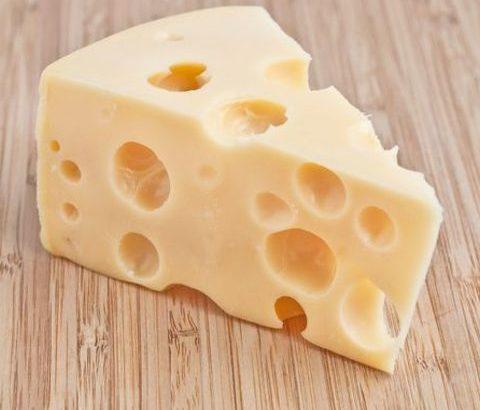 食べ物の力でバストアップ!チーズでたんぱく質を摂る方法