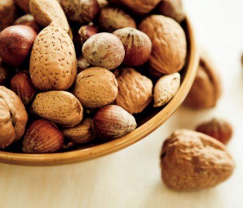 ニキビの予防はビタミンEで!食生活の改善で栄養を摂って肌もキレイに