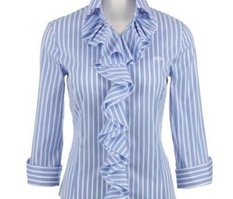 春はフリルシャツや胸元が立体的なデザイントップスで、バストアップして見せよう!