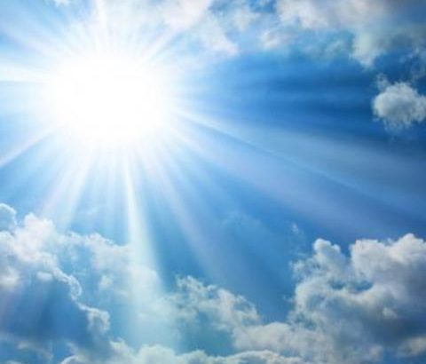 夏の紫外線がニキビの原因に!季節の乾燥状態を見極めたケアを